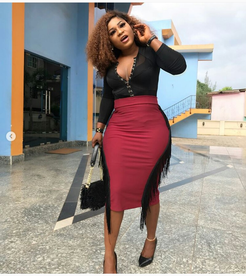 Curvy Actress Destiny Etiko Rock Cleveage Baring Outfit